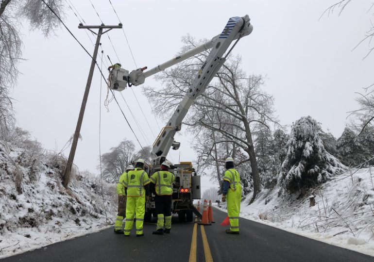 U.S. energy regulators to investigate the cause of widespread power outages